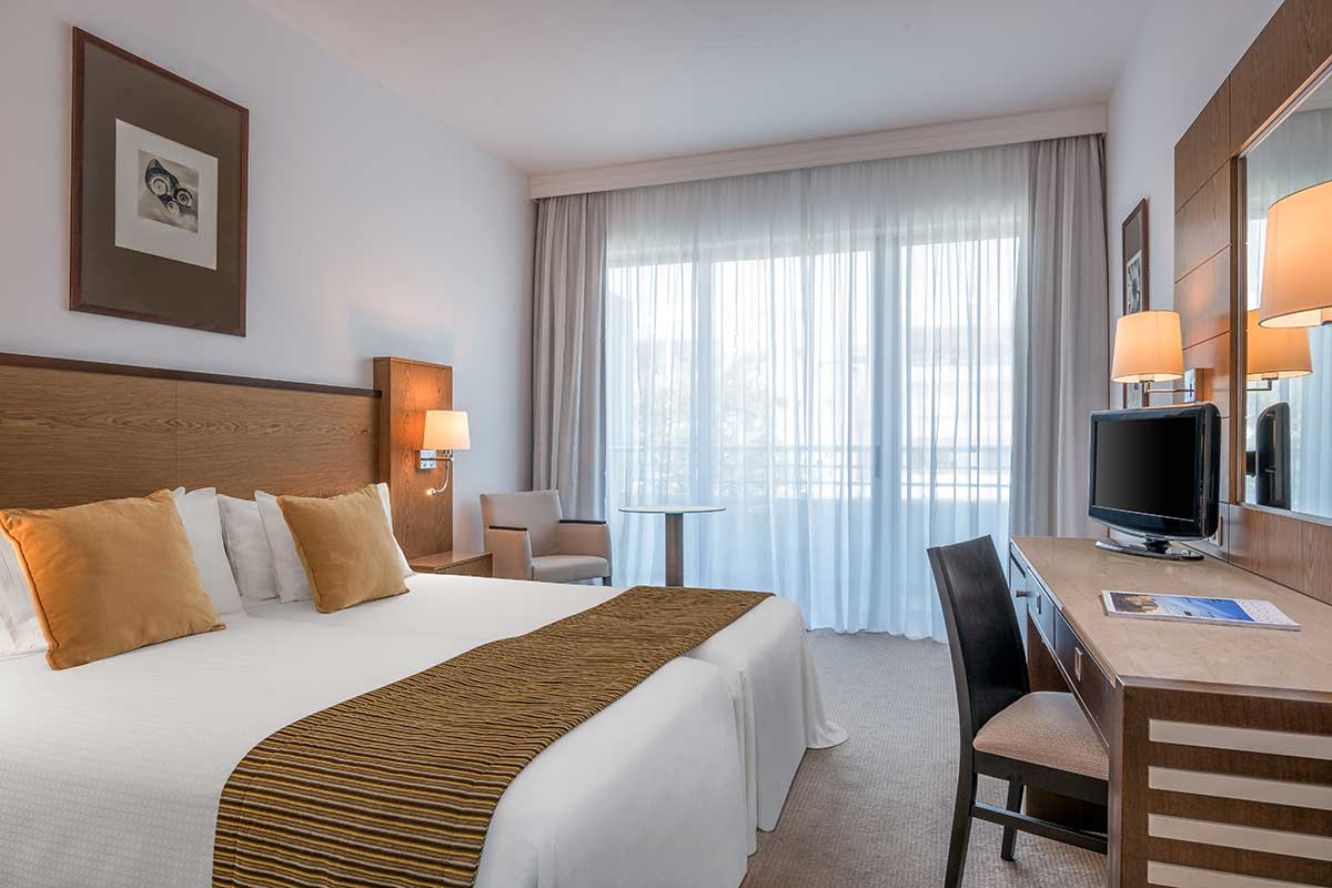 CYPLMED-chambre-deluxe-mediterranean-beach-hotel-sejours-chypre-tui