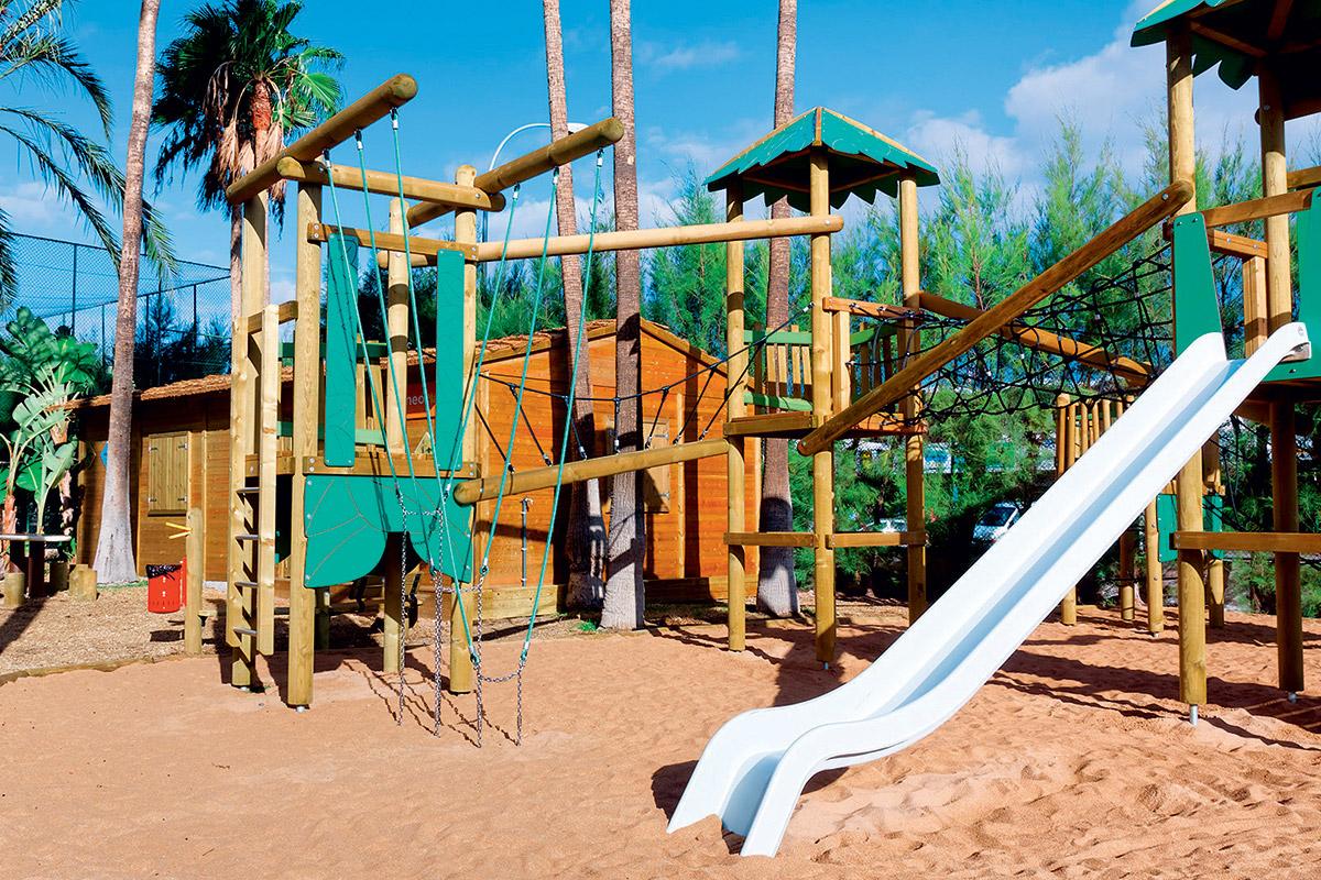 ESPGWAI8 aire de jeux enfants suneoclub servatur waikiki sejour en famille aux canaries tui