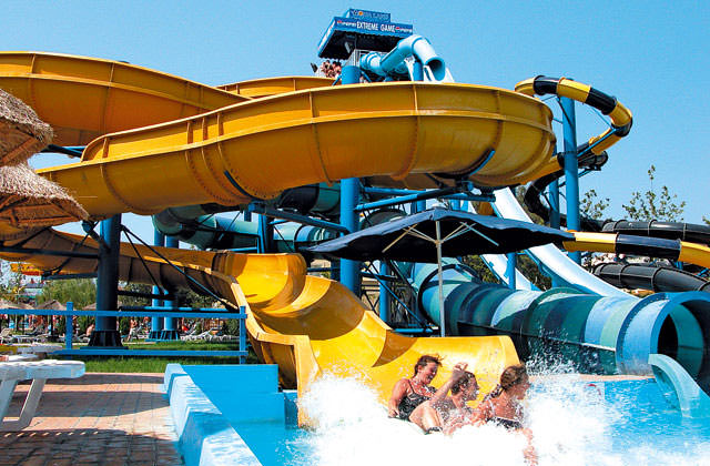 Hotel splashworld aqualand resort 4 corfou grece avec for Appart hotel paris avec piscine