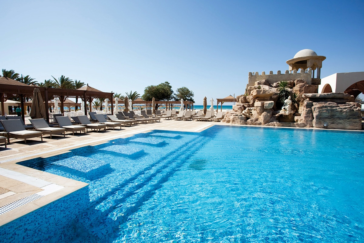 TNSTHAB piscine-sejours-steinberger-thalasso-larhaba-tunisie-tui