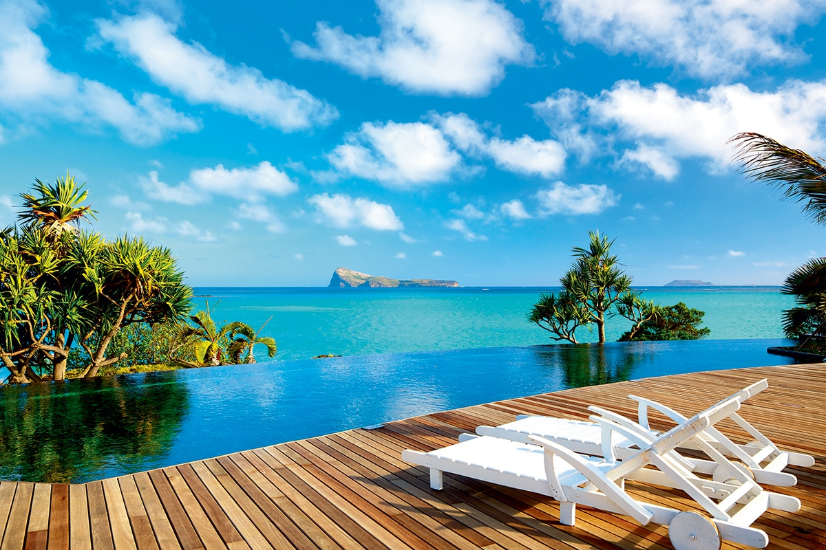 Hotels On Paradise Island With Infinity Pool