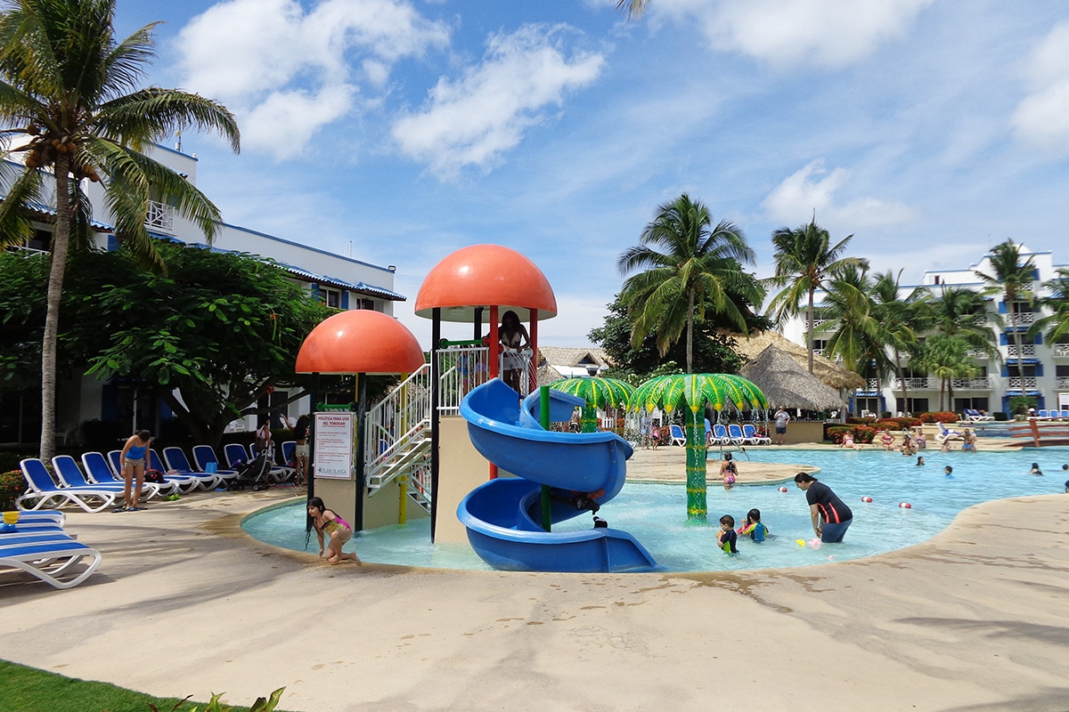 Playa blanca beach resort animations activit s sports for Piscine enfants